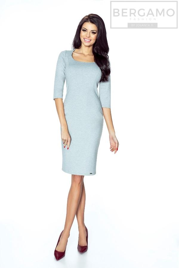 17129f375d Wyrafinowana w swej postaci podkreślająca sylwetkę sukienka zapinania na  kryty zamek umieszczony z tyłu. Sukienka posiada bardzo elegancki dekolt  karo oraz ...